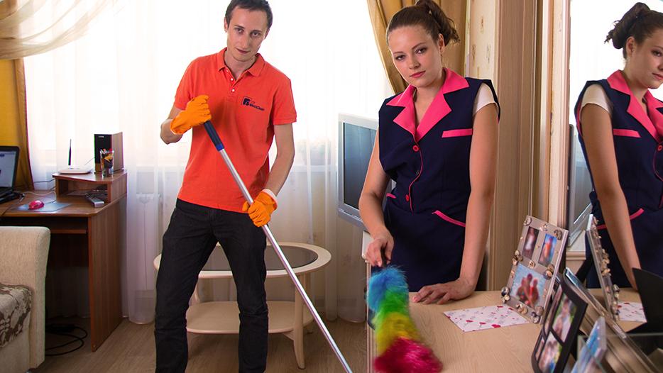 Комплексная уборка квартиры от 85 руб/м2. Для расчета стоимости свяжитесь с нами по телефону или напишите на office@greenapplespb.ru.